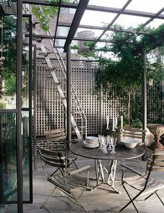 Can't believe this is in New York!Patio with pergola - Marcus Nispel turned an old building in a triplex in Soho, New York Outdoor Rooms, Outdoor Living, Outdoor Decor, Outdoor Retreat, Patio Trellis, Porches, Rooftop Garden, Sunken Garden, Small Garden Design