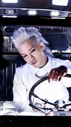 Only Taeyang can rock this look on a day other than Halloween.. then again, it's not a costume party for nothing!