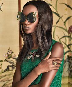 Discover the new Dolce & Gabbana Women's Botanical Garden Collection for Fall Winter 2016 2017 and get inspired. Dolce & Gabbana, Blake Lively, Michelle Obama, Trends 2018, Round Sunglasses, Mirrored Sunglasses, Sunglasses 2017, Estilo Fashion, Glamour