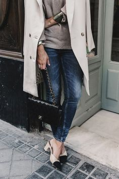 Chanel Shoes : Long Blazer Off The Shoulders Knit Jeans Chanel Escarpins Shoes Chanel Bag Fashion Mode, Denim Fashion, Street Fashion, Fashion Trends, Mode Style, Style Me, Chanel Vintage, Vintage Bag, Estilo Denim
