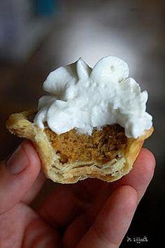 Pumpkin Pie Bites by Bakerella www.tablescapesbydesign.com…