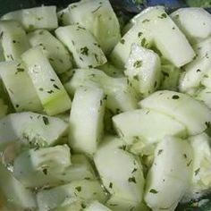 Easy Cucumber Salad Easy Cucumber Salad, Creamy Cucumbers, Cucumber Recipes, Salad Recipes, Juicer Recipes, Picnic Recipes, Healthy Snacks, Healthy Recipes, Salads
