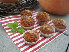 Pizzamuffins #Apero #Apèro #Rezept #schnell #einfach #günstig #selbstgemacht #vegetarisch #Pizza #Muffins Buffet, Pizza Muffins, Breakfast, Food, Easy Meals, Food Food, Recipes, Morning Coffee, Eten