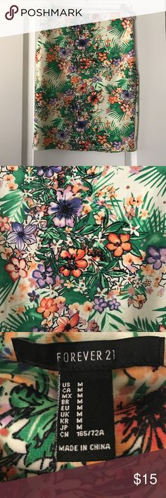 Gorgeous floral pencil skirt This beautiful skirt worn once its practically new! Super comfortable fue to the cotton material and no need to iron :-) Forever 21 Skirts Pencil
