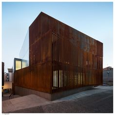 Completed in 2016 in Balaguer, Spain. Images by Pedro Pegenaute. Balaguer Courthouse is located at the old Quarter of the city. Balaguer is characterised by the brown-red chromatic of the geology –stone and earth-...