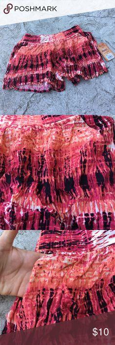 Girls nwt MUDD shorts New with tags girls MUDD shorts size 10. Has pockets Mudd Bottoms Skorts