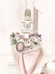 Advent Wreaths, Winter Christmas, Perfume Bottles, Beauty, Accent Pillows, Christmas Decor, Perfume Bottle, Beauty Illustration, Christmas Wreaths
