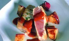 Solomillo de atún rojo con briñones y salsa de ñoras