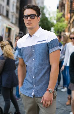 Meet the kent: the perfect pairing of oxford and chambray in Best Casual Shirts, Formal Shirts For Men, Camisa Polo, Kurta Designs, Gentleman Style, Fashion Wear, Chambray, Shirt Style, Shirt Designs