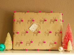 Idée N.5 – Les étampes  Afin d'apporter une touche DIY, mais sans trop se compliquer la vie, on opte pour les étampes de Noël! On finalise le tout avec un petit nez rouge en mousse et l'affaire est jouée!  Source: BuzzFeed