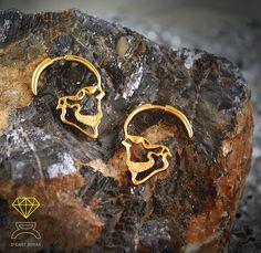 Sterling Silver Gold plated skull earrings de Dcastjoyas en Etsy
