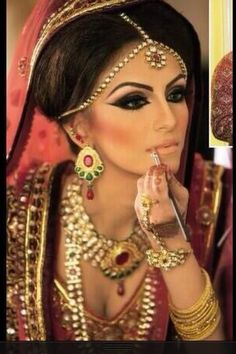 Beautiful perfect Wedding Makeup Arabic style makeup Even if your not Arab/Pakistani ..etc this would look beautiful on a bride