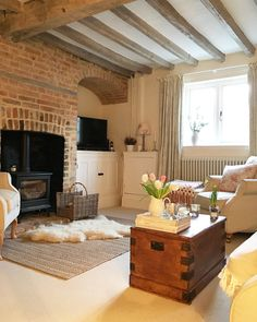 Cosy winter afternoons Cottage Living Rooms, Cottage Interiors, Home Living Room, Living Room Decor, Cozy Living, Interior Design Living Room, Living Room Designs, Cosy Room, Snug Room