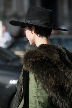 Paris Fashion Week •  companiadesombreros.com.ar #hats #sombreros
