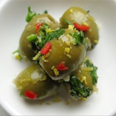 Korianterilla ja chilillä marinoidut oliivit