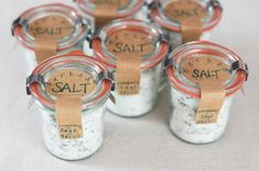 Gourmet Herbed Salts recipe and tutorial - easy and affordable gift - neighbor gifts, wedding favors, etc. Gifts in a Jar. Homemade Spices, Homemade Seasonings, Homemade Gifts, Spice Blends, Spice Mixes, No Salt Recipes, Gourmet Recipes, Jar Gifts, Food Gifts