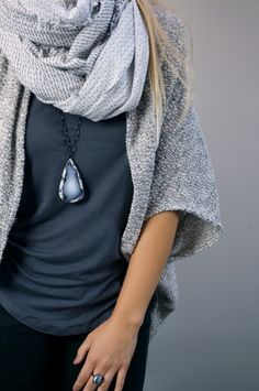 5 necklaces you can layer with a scarf // click through for winter outfit inspiration Cozy Scarf, Autumn Winter Fashion, Winter Style, Fall Fashion, Weekend Style, Everyday Fashion, Trendy Outfits, Winter Outfits, What To Wear