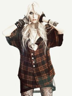 Taylor Momsen flannel shirt grunge fashion
