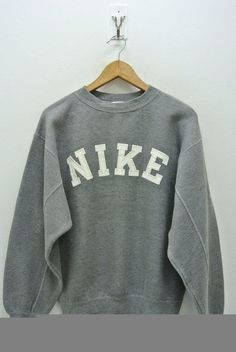 420f148e6339 Up for sale is a pre owned vintage 90s Nike sweatshirt. (Please note that