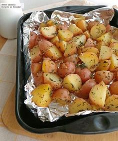 Papitas cambray horneadas con tomillo y romero. Receta Baked chambray potatoes with thyme and rosema Potato Recipes, Veggie Recipes, Mexican Food Recipes, Vegetarian Recipes, Cooking Recipes, Healthy Recipes, Ethnic Recipes, Food N, Food And Drink