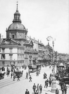 Madrid Alcala street, old picture Old Pictures, Old Photos, Best Hotels In Madrid, Spanish War, Foto Madrid, Madrid Travel, Gran Hotel, Vintage Architecture, Interesting Buildings