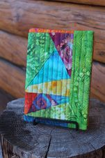 Quilted patchwork notebook cover tutorial.  Gives a really good tip about making a paper pattern to use for fabric/focal embellishment placement :)