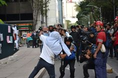 Enfurecido Manifestación frente a la PGR. 15 de octubre de 2014