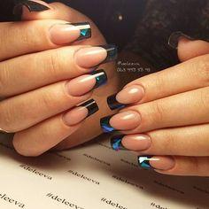 """Как же они мне нравятся Яркие, стильные, крутые ногти для солнечной Евгении Дизайн """"битое стекло"""" смотрится отлично, особенно в солнечную погоду Комбиманикюр, моделирование гелем на формы, арт-френч #ногтикиев #маникюркиев #наращиваниеногтейкиев #арочныеногти #арочноемоделирование #красивыеногти #киевманикюр #битоестекло #deleeva #glassnails #nailart"""