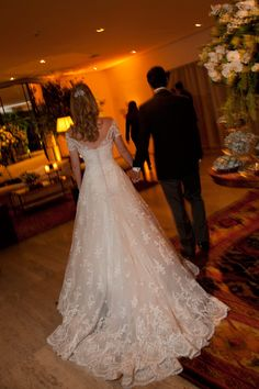 Beautiful lace wedding dress with off the shoulder sleeves by Wanda Borges