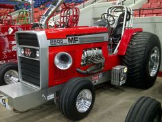 I am not much of a Massey Ferguson Fan...but this was by far the best looking pulling tractor at the National Farm Machinery Show.