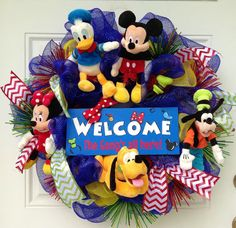Mickey Mouse Welcome Wreath by SparkleForYourCastle on Etsy Mickey Mouse Wreath, Disney Wreath, Mickey Mouse Christmas, Mickey Mouse Birthday, Minnie Mouse, Casa Disney, Disney Home, Disney Diy, Disney Crafts