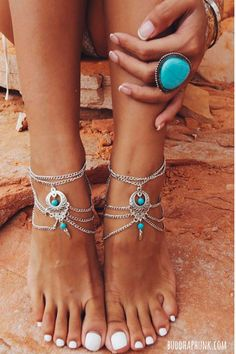 Superb vintage anklet with two turquoise stones to complete your beach boho style. Available in Silver, Get yours! Includes 1 anklet.