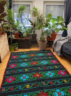Charming vintage Romanian carpet with beautiful flowers in sweet colors, blue turquoise pink and red, well mantained, easy to be integrated in a modern decor, a boho chic or a romantic decor. Red Flowers, Beautiful Flowers, Boho Designs, Pink Turquoise, Rug Making, Modern Decor, Boho Chic, Hand Weaving, Carpet