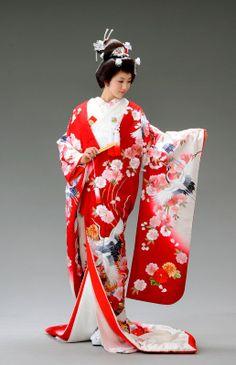 Bridal kimono with auspicious crane motif <3