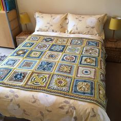 Nuts about Squares is a blanket with 35 lovely squares designed by 11 talented crochet designers. Some of them are well known and admired for their fabulous designs, others are perhaps less known.