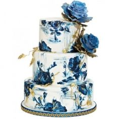 Painted cakes, bold reception decor and 11 more ideas that will be taking the wedding industry by storm this year.