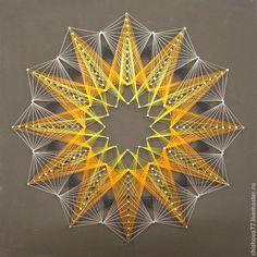 Купить или заказать картина 'Солнце' в технике String art в интернет-магазине на Ярмарке Мастеров. Геометрический узор выполнен в технике String art (изонить). По забитым в лист фанеры гвоздикам натягиваются цветные нити. Цвет нитей и подосновы влияет на ассоциативный ряд готовой работы. Цветовые сочетания можно выбрать из образцов или на свое усмотрение.