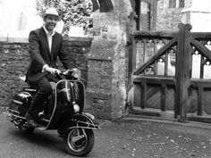 Groom's Arrival on Vintage Vespa... Hmmm who does this remind me of? <3