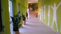 kids in hotel green