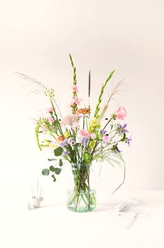 Treat yourself to a flower subscription and decide how often you receive flowers or send flowers as a gift. Have flowers delivered or choose a gift card. Types Of Flowers, Fresh Flowers, Beautiful Flowers, Bunch Of Flowers, Wild Flowers, Arrangements Ikebana, Floral Arrangements, Spring Decoration, Bouquet Champetre