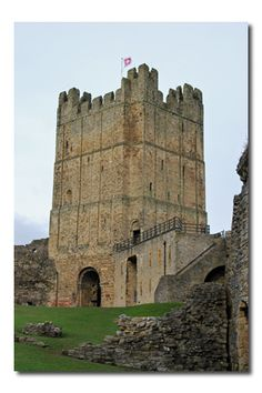 Richmond Castle, North Yorkshire England dates from William the Conqueror Yorkshire England, Yorkshire Dales, North Yorkshire, Medieval, Richmond Castle, Places To Travel, Places To Go, English Castles, Castle Ruins