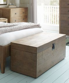 Bedroom: Sumatra Blanket Chest for extra storage and a place to sit. Chest Furniture, Solid Wood Furniture, Handmade Furniture, Home Decor Furniture, Refurbishing Furniture, Wooden Toy Chest, Wood Chest, Diy Storage Trunk, Extra Storage
