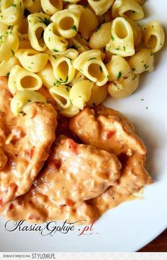 turkey with gravy Good Food, Yummy Food, Fast Dinners, Special Recipes, Food Photo, My Favorite Food, Food Inspiration, Dinner Recipes, Food And Drink