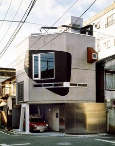 The house the Australian architecture duo Bolles + Wilson designed and built between 1990 and 1993 for Mr. Suzuki in Tokyo is a playful unicum, yet a perfectly contextualized fragment in the Japanese city. Tokyo Architecture, Australian Architecture, Interior Architecture, Unique Architecture, Residential Architecture, Interior Design, Flat Design, House Tokyo, Stair Plan