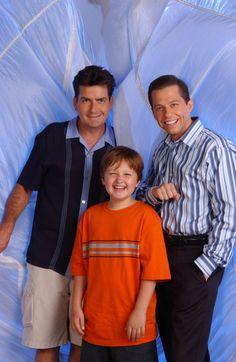 Two and a Half Men - I like Charlie Sheen better than Ashton Kutcher. Two And Half Men, Half Man, Two Men, Charlie Sheen, Best Tv Shows, Favorite Tv Shows, Sheen Family, Jon Cryer, Life Tv