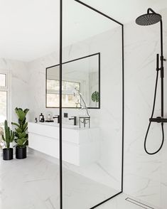 Decorate a small bathroom? 10 tips for your ideal bathroom inspiration . - Decorate a small bathroom? 10 tips for your ideal bathroom inspiration small bathroom wit - Modern Bathroom Design, Bathroom Interior Design, Home Interior, Scandinavian Interior, Design Kitchen, Monochrome Interior, Scandinavian Bathroom, Bad Inspiration, Bathroom Inspiration