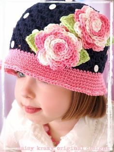 Cute crochet hat for the girlies Crochet Kids Hats, Crochet Beanie, Knit Or Crochet, Crochet Crafts, Crochet Projects, Knitted Hats, Sombrero A Crochet, Crochet Accessories, Crochet Flowers