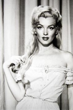 Marilyn Monroe in a costume test forRiver of No Return(1954)