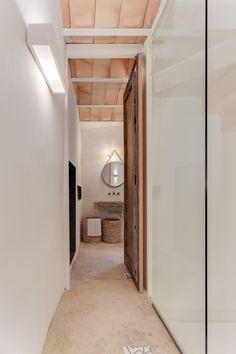 CASA SANT JOSEP   homify Modern Rustic, My Dream Home, Oversized Mirror, Flooring, Furniture, Home Decor, Spanish, Skylight, Townhouse