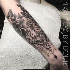 @heure_bleue_tattoo_ #tattoobydodie #jeweltattoo